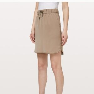 LULULEMON On The Fly woven Skirt / New with tags